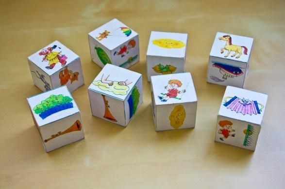 там куб с картинками для развития речи помогают